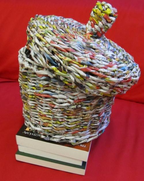 Puzderko z makulatury - prezent dla biblioteki.