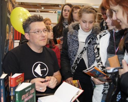 Miłość młodych czytelników do Rafała Kosika utrzymuje się na stałym poziomie :)